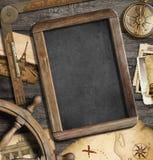 Objetos náuticos do vintage como o conceito da aventura, do curso e da exploração fotos de stock