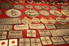 Objetos orientales para la venta en el festival del Oriente en Roma Italia imagenes de archivo