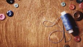 Objetos para tesouras e botões do bordado Foto de Stock Royalty Free