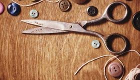 Objetos para tesouras e botões do bordado Foto de Stock