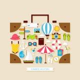 Objetos planos de las vacaciones de verano del viaje de las vacaciones fijados Imagen de archivo libre de regalías