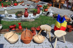 Objetos tradicionales de cerámica y de madera Imágenes de archivo libres de regalías