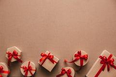 Objets élégants de l'amour pour la célébration de jour de valentines pour un couple, concept de carte de voeux Photographie stock libre de droits