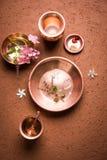 Objets de cuivre utilisés en Sandhya Vandanam, rituel traditionnel de Bramhin Images stock
