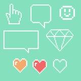 Objets de pixel pour des icônes de jeux réglées Bulles sociales de la parole de mise en réseau : Smiley, amour Photographie stock libre de droits