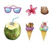 Objets de voyage et de plage de vacances d'été : lunettes de soleil, noix de coco, fleur de plumeria, coquille et crème glacée  Photographie stock