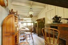 Objets exposés d'antiquité dans la maison hantée de San Diego Chambre Muse de Whaley photo libre de droits