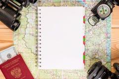 Objets pour le voyage, un bloc-notes pour des entrées Images libres de droits
