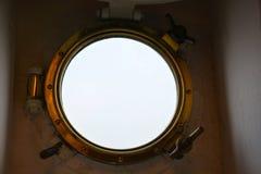 Oblò dall'interno su una nave Fotografia Stock