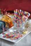 Oblea dulce del arco iris en la placa blanca Foto de archivo libre de regalías