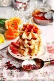 Obleas vienesas con el jarabe de fresa Fotografía de archivo libre de regalías