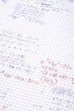 obliczanie ręce matematyki pisać Obrazy Royalty Free