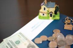 Obliczenie co potrzebuje kupować dom zdjęcie stock