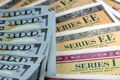 Obligations d'épargne d'épargne sur formules des Etats-Unis avec la devise américaine Images libres de droits