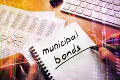 Obligations municipales écrites dans une note photo stock
