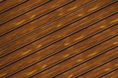 Oblique brun foncé de parallèle de fond de conseil de modèle naturel rustique minable de conception images libres de droits
