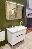 Obmycia lustro w wnętrzu łazienka i basen fotografia royalty free