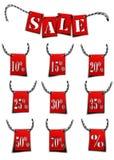 Obniżone ceny i słowo sprzedaż na czerwonych flaga royalty ilustracja