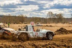 OBNINSK, ΡΩΣΙΑ - ΤΟΝ ΑΠΡΊΛΙΟ ΤΟΥ 2015: Πλαϊνά autocross στοκ φωτογραφία