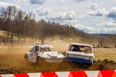 OBNINSK, RÚSSIA - EM ABRIL DE 2015: Autocross fora de estrada imagens de stock