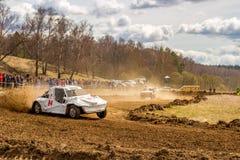 OBNINSK, RÚSSIA - EM ABRIL DE 2015: Autocross fora de estrada foto de stock