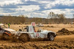 OBNINSK, RÚSSIA - EM ABRIL DE 2015: Autocross fora de estrada fotografia de stock