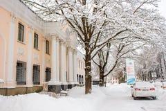 Obninsk, Rússia - em fevereiro de 2018: Vista da construção do instituto da física e da energia foto de stock royalty free
