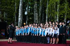 OBNINSK, RUSIA - 9 DE MAYO DE 2015: Participantes en Victory Parade Fotografía de archivo libre de regalías