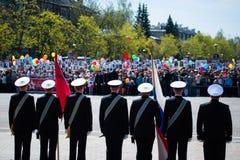 OBNINSK, RUSIA - 9 DE MAYO DE 2015: Participantes en Victory Parade Fotografía de archivo
