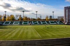 OBNINSK, RUSIA - OCT 2017: El estadio de fútbol imagenes de archivo