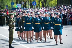 OBNINSK, RUSSIA - 9 MAGGIO 2015: Soldati che marciano su Victory Day fotografia stock