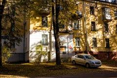 """Obninsk, Russia - ottobre 2018: Vista della facciata di una casa """"nell'area della vecchia città """" fotografie stock"""