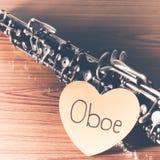 Oboe на деревянной предпосылке стоковое изображение