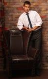 obok krzesło mężczyzna Fotografia Royalty Free