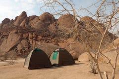 Obozować przy Spitzkoppe w Nambia zdjęcia royalty free