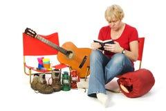 obozowiska książkowy czytanie zdjęcia stock