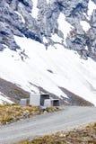 Obozowy miejsce z pyknicznym stołem w norweskich górach Fotografia Stock