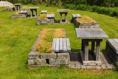 Obozowy miejsce z pyknicznym stołem w norweskiej naturze Zdjęcia Royalty Free