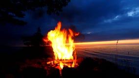 Obozowy ogień przy Wielkimi jeziorami zdjęcie wideo