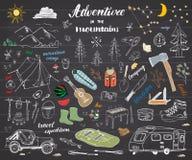 Obozujący, Wycieczkujący ręka Rysującą nakreślenia doodle ustaloną wektorową ilustrację z górami, namiot, tratwa, grill, ognisko, Zdjęcie Royalty Free