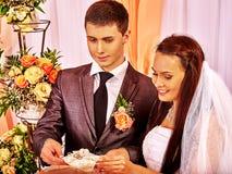 Obrączka ślubna na poduszce Zdjęcia Stock
