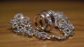 Obrączki ślubne i kolczyki zbiory