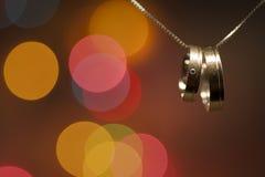 Obrączki ślubne na łańcuchu Obraz Royalty Free