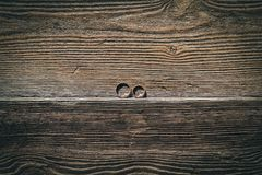 Obrączki ślubne na drewnianym zdjęcie royalty free