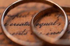 Obrączki ślubne na USA konstytuci Fotografia Royalty Free