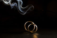 Obrączki ślubne z dymem Zdjęcie Royalty Free