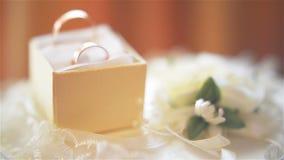 Obrączki ślubnej zakończenie zdjęcie wideo