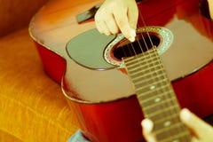 Obra clásica de la guitarra acústica Imagen de archivo libre de regalías