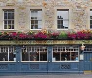 obra clásica que mira el pub británico viejo Imagen de archivo libre de regalías