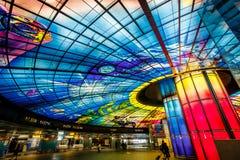 Obra-prima de vidro no telhado da estação de Meilidao em Kaohsiung, Taiwan foto de stock royalty free